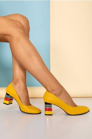 Pantofi galbeni  cu toc in dungi multicolore
