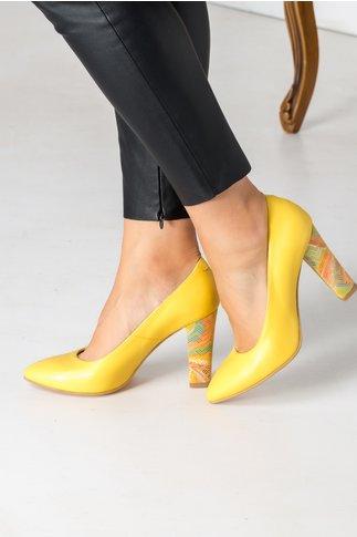 Pantofi galbeni cu toc multicolor