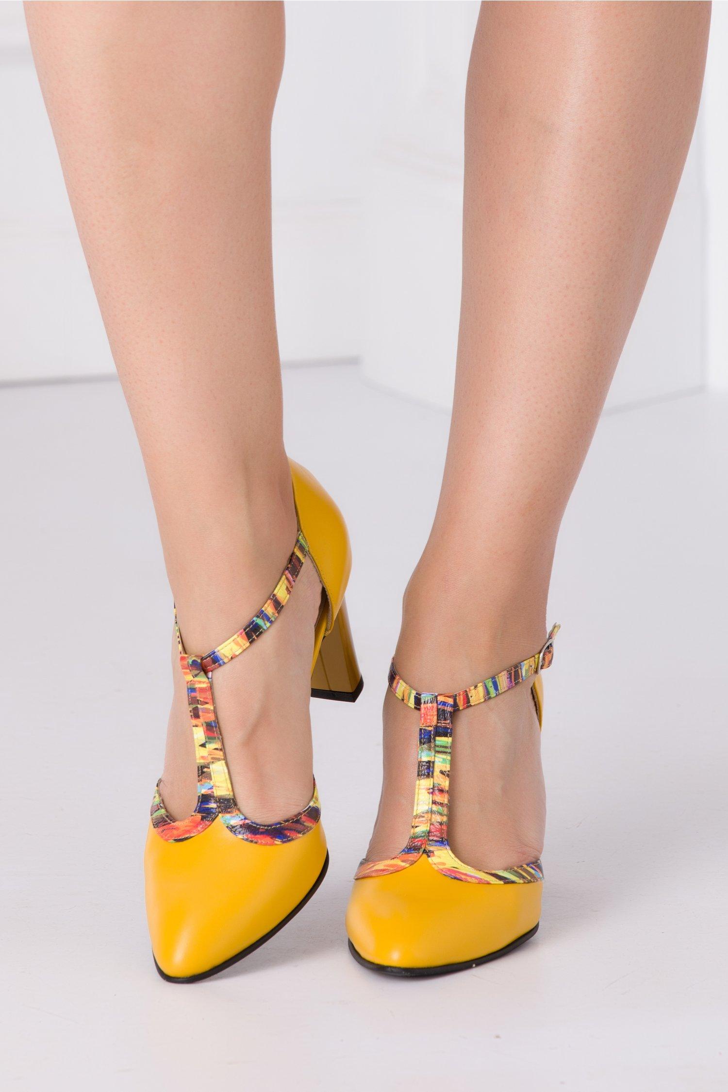 Pantofi galbeni din piele naturala cu imprimeu multicolor