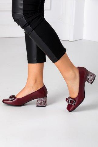 Pantofi grena cu imprimeu divers