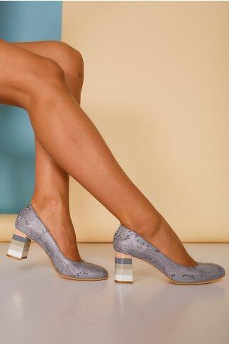 Pantofi gri cu imprimeu tip snake si toc lacuit cu  imprimeu in dungi