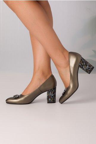 Pantofi gri platinati de piele cu accesoriu pe varf
