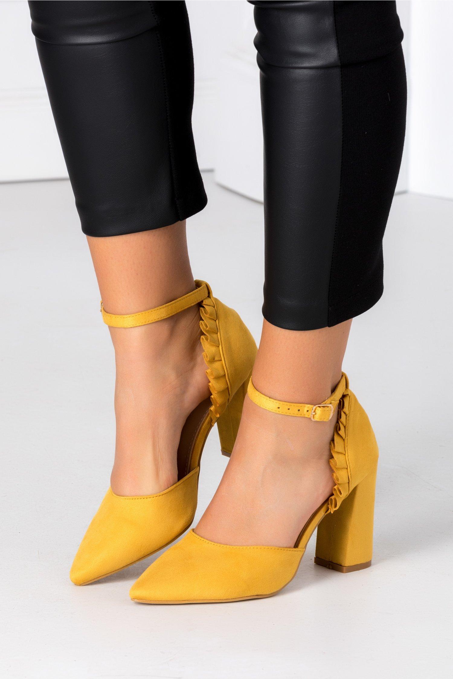 Pantofi Ida galben mustar cu volanase la spate