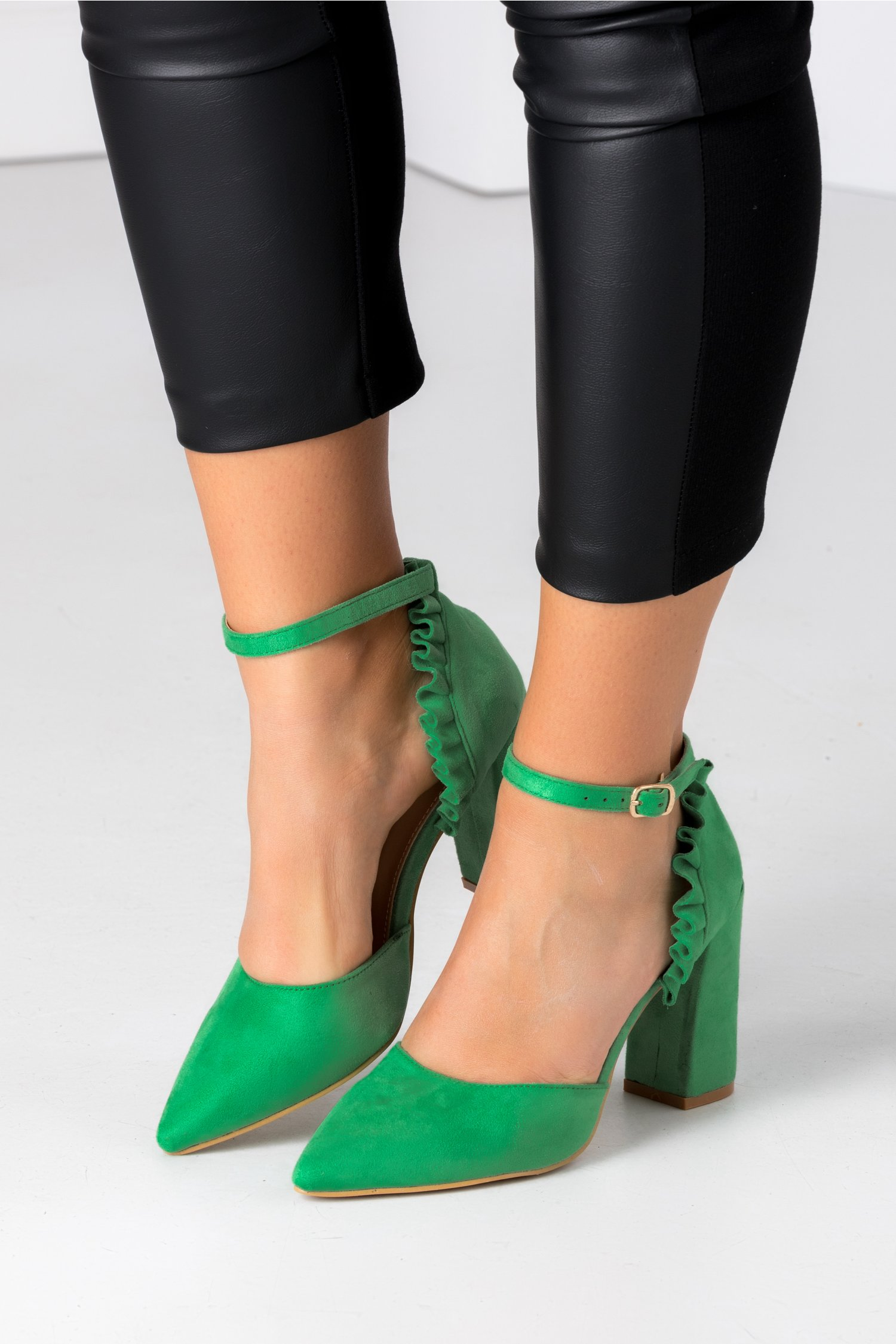 Pantofi Ida verzi cu volanase la spate