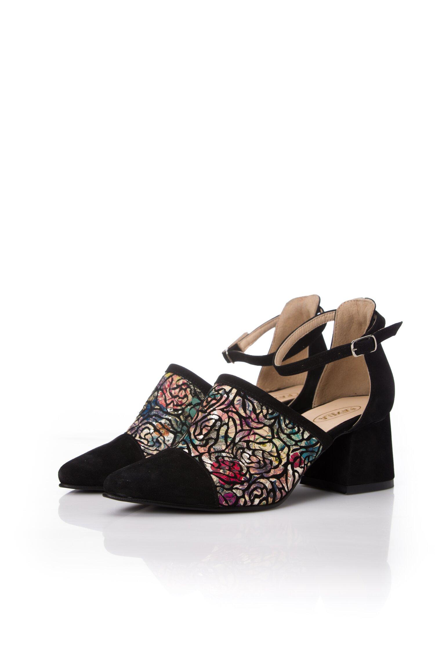 Pantofi negri cu bareta la glezna si imprimeu floral
