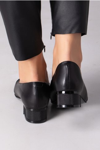 Pantofi negri cu buline si varf lacuit