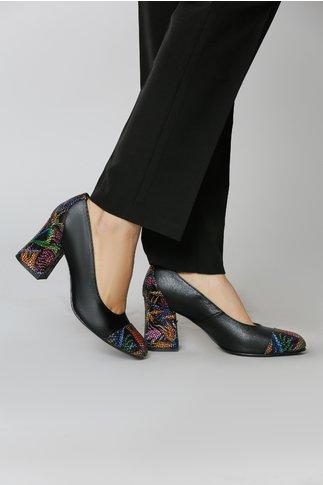 Pantofi Negri cu Insertii tip Plasa si Motive Florale