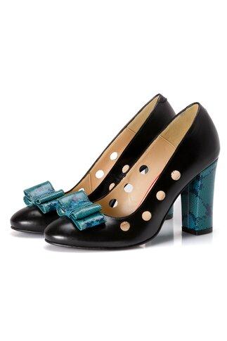 Pantofi negri cu perforatii si insertii turcoaz