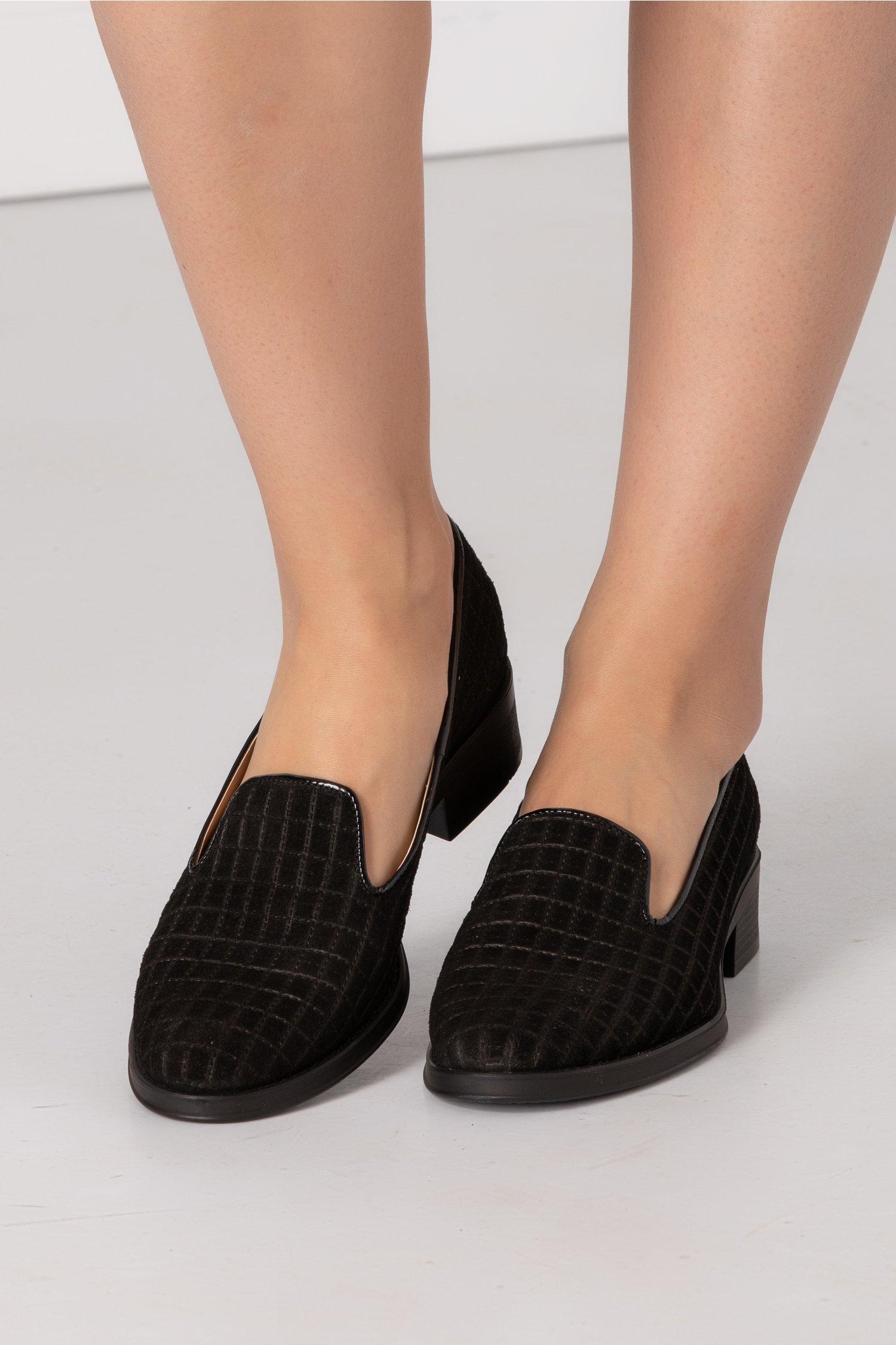 Pantofi negri cu talpa joasa si textura 3D