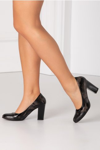 Pantofi negri cu textura piele de sarpe