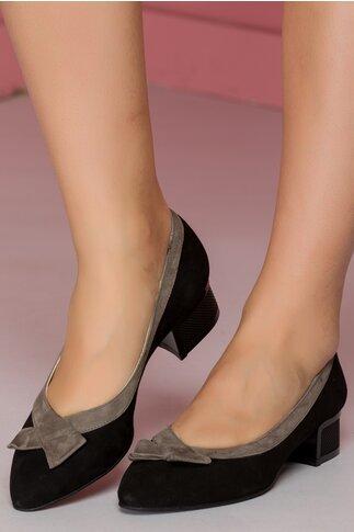 Pantofi negri cu toc jos cu detalii in relief si fundita bej pe varf