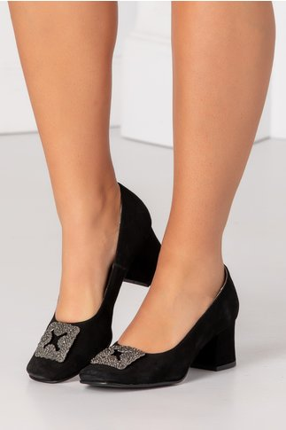 Pantofi negri din piele intoarsa cu aplicatie metalica in fata