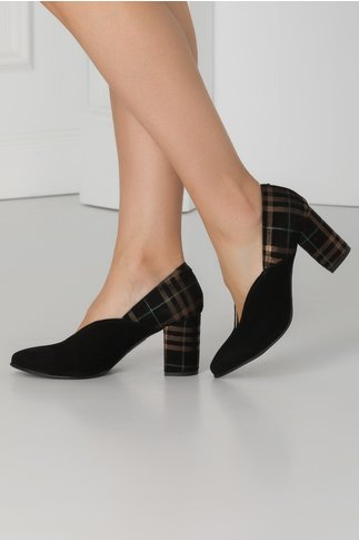 Pantofi negri din piele intoarsa cu carouri la spate
