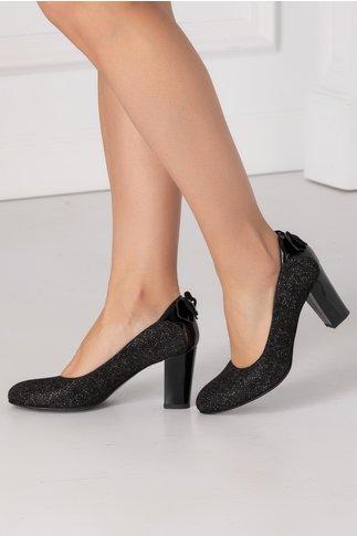 Pantofi negri din piele intoarsa cu funda la spate si imprimeu cu picatele