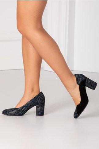 Pantofi negri din piele intoarsa cu imprimeuri geometrice