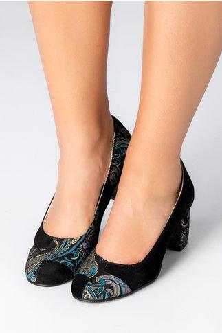 Pantofi negri din piele intoarsa cu motive florale
