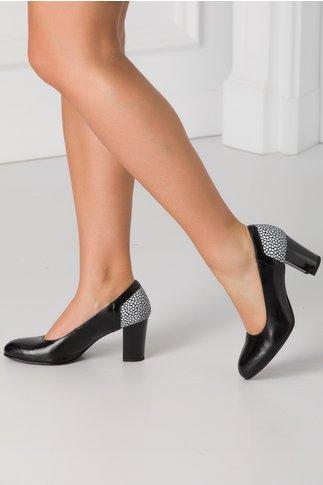 Pantofi negri din piele naturala si imprimeu alb mozaic in partea din spate
