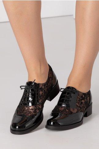 Pantofi negri lacuiti cu imprimeu floral cupru