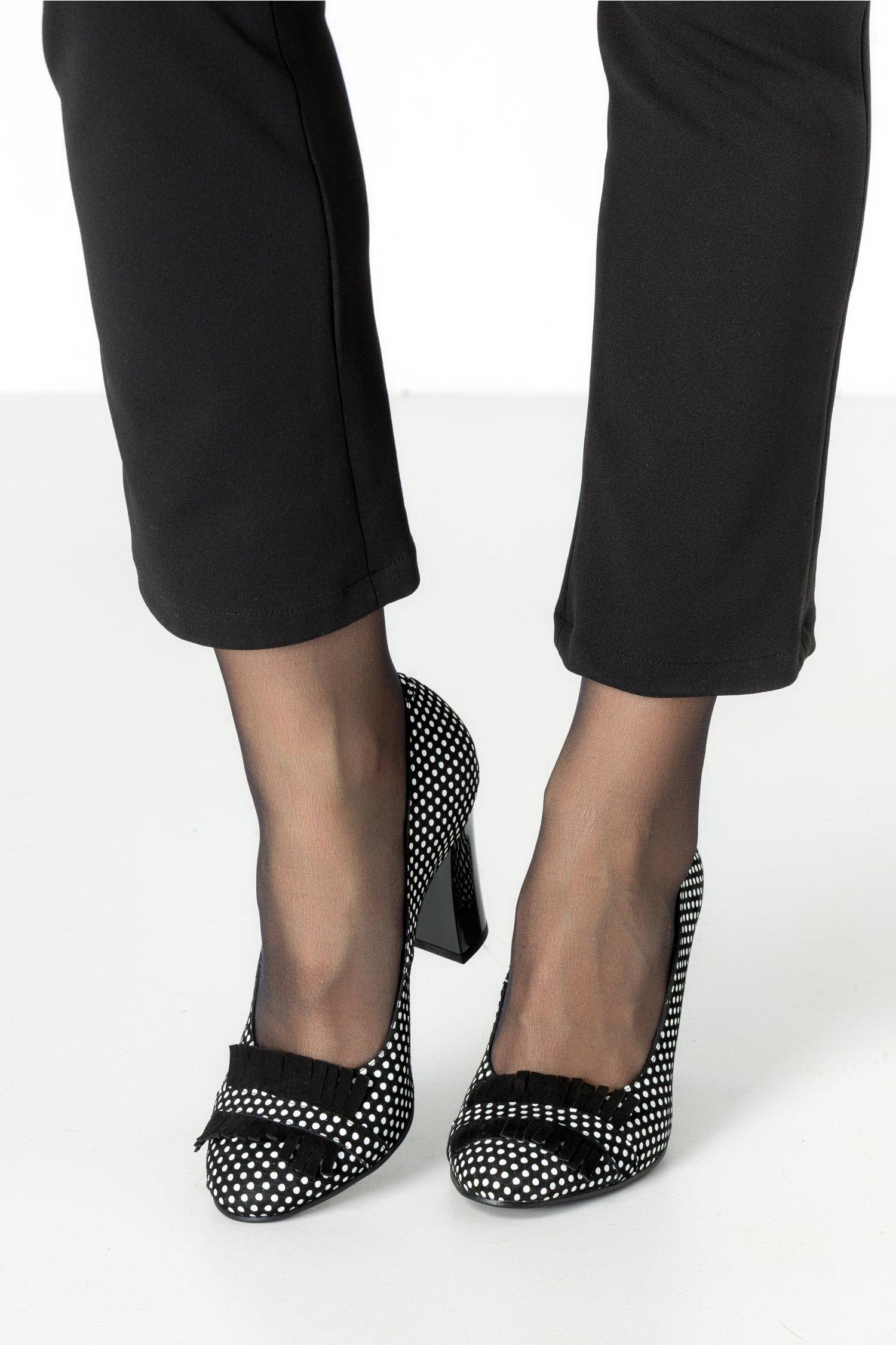 Pantofi nergi eleganti cu buline albe si franjuri negrii
