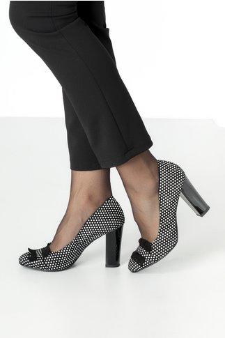 Pantofi negri eleganti cu buline albe si franjuri negrii