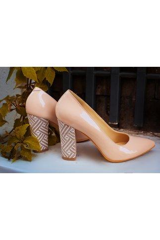 Pantofi nud eleganti cu toc inalt si varful ascutit