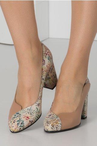 Pantofi nude cu imprimeu floral in lateral si pe toc