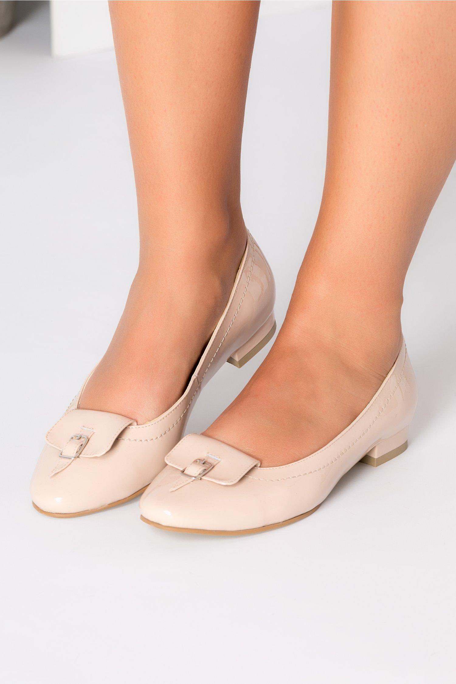Pantofi nude cu talpa joasa