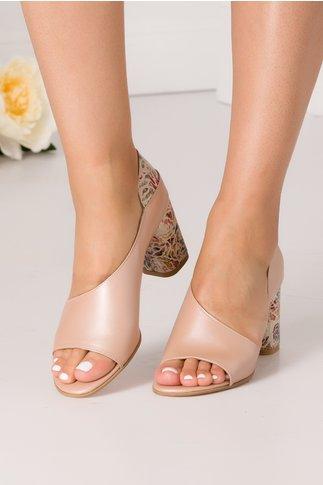 Pantofi nude perlat decupati