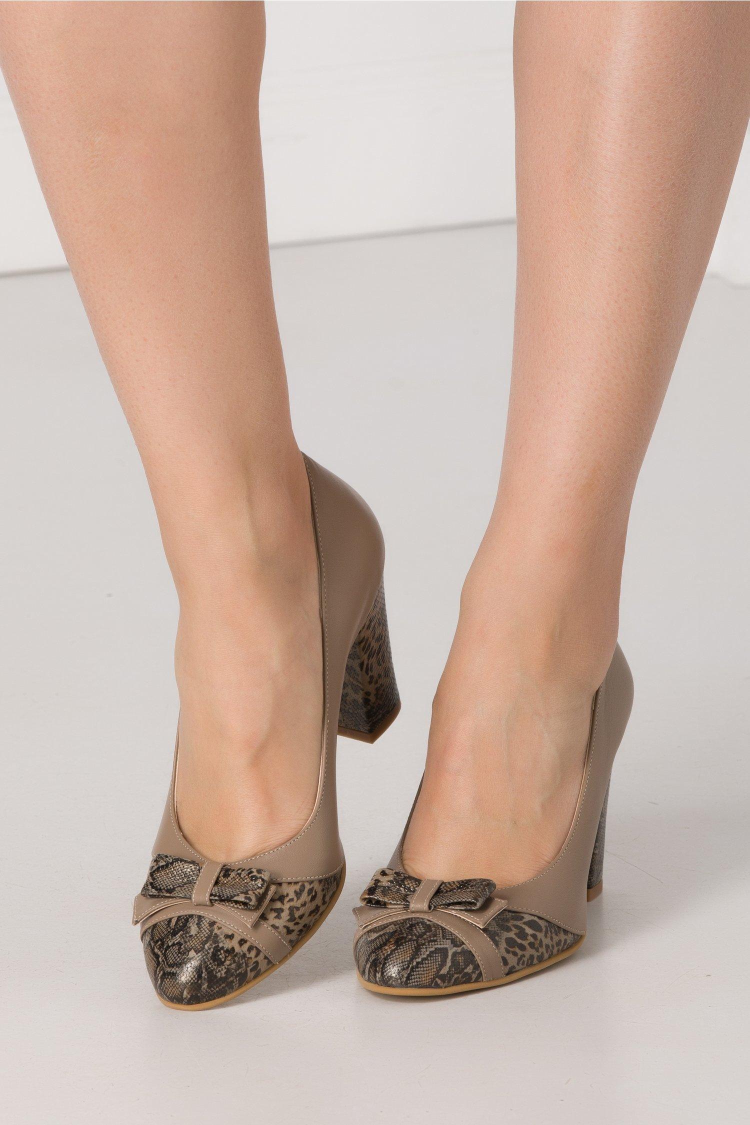 Pantofi office maro cu insertii animal print si fundita in fata