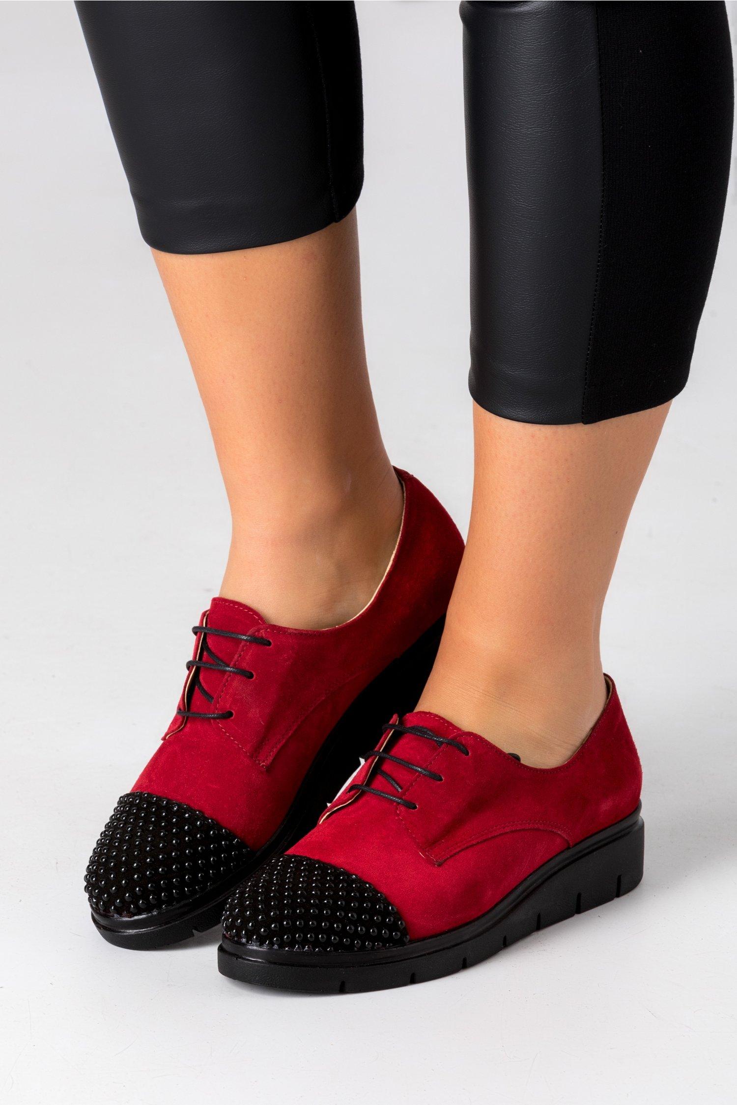 Pantofi Oxford bordo cu perlute aplicate la varf