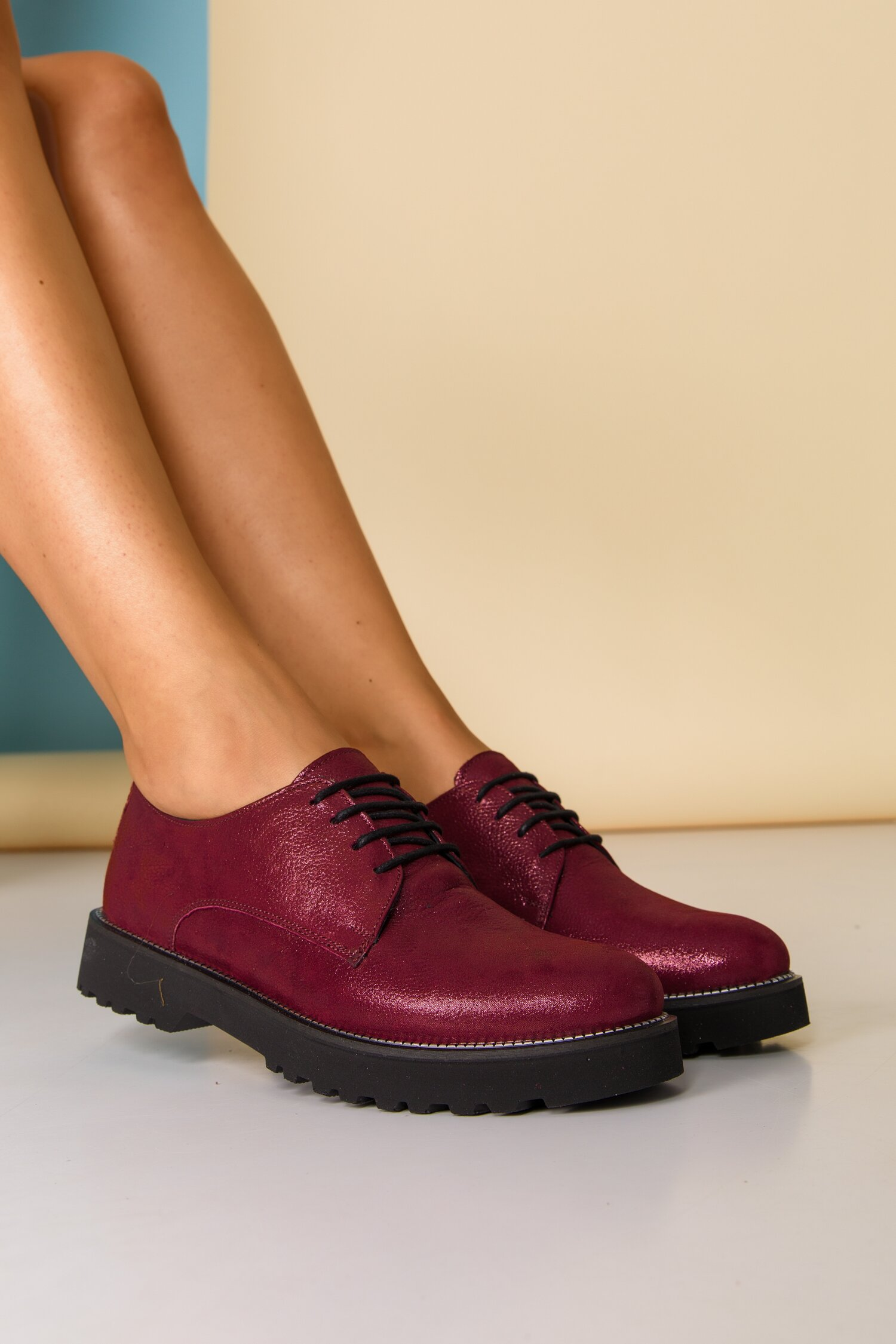 Pantofi Oxford bordo sidefat cu sireturi