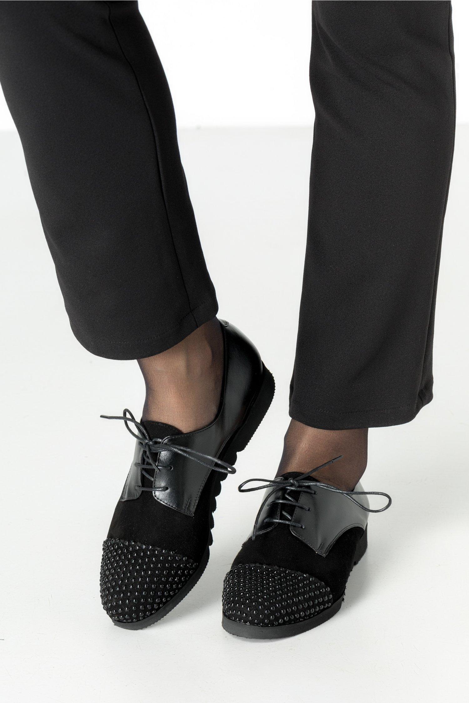 Pantofi Oxford negrii cu perlute aplicate la varf