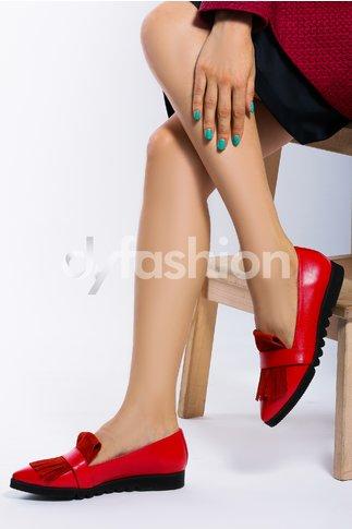 Pantofi rosii cu talpa joasa si franjuri