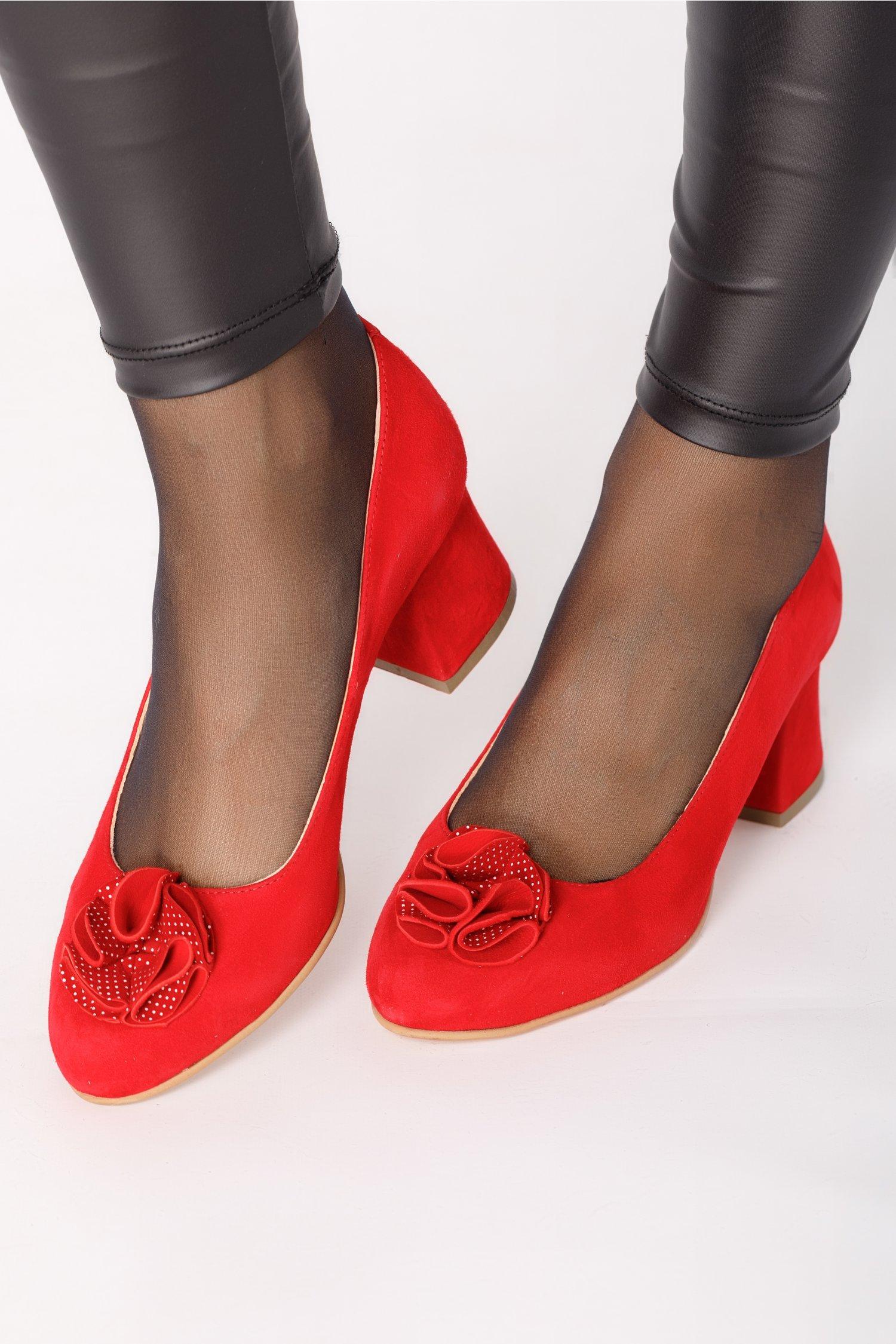 Pantofi rosi din piele intoarsa cu floare in fata