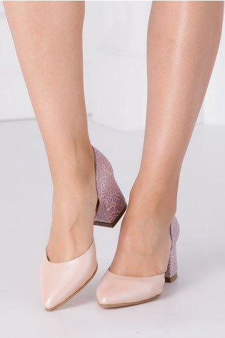 Pantofi roz perlat decupati cu imprimeu floral la spate