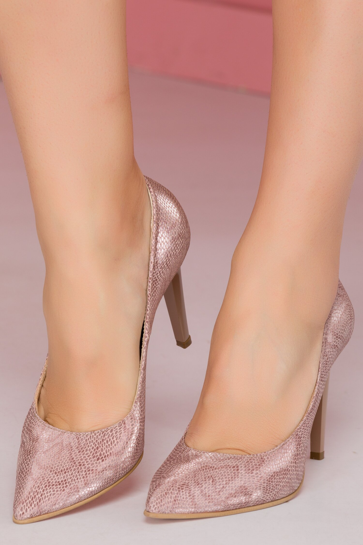 Pantofi Shanon stiletto roz pudrat cu reflexii stralucitoare