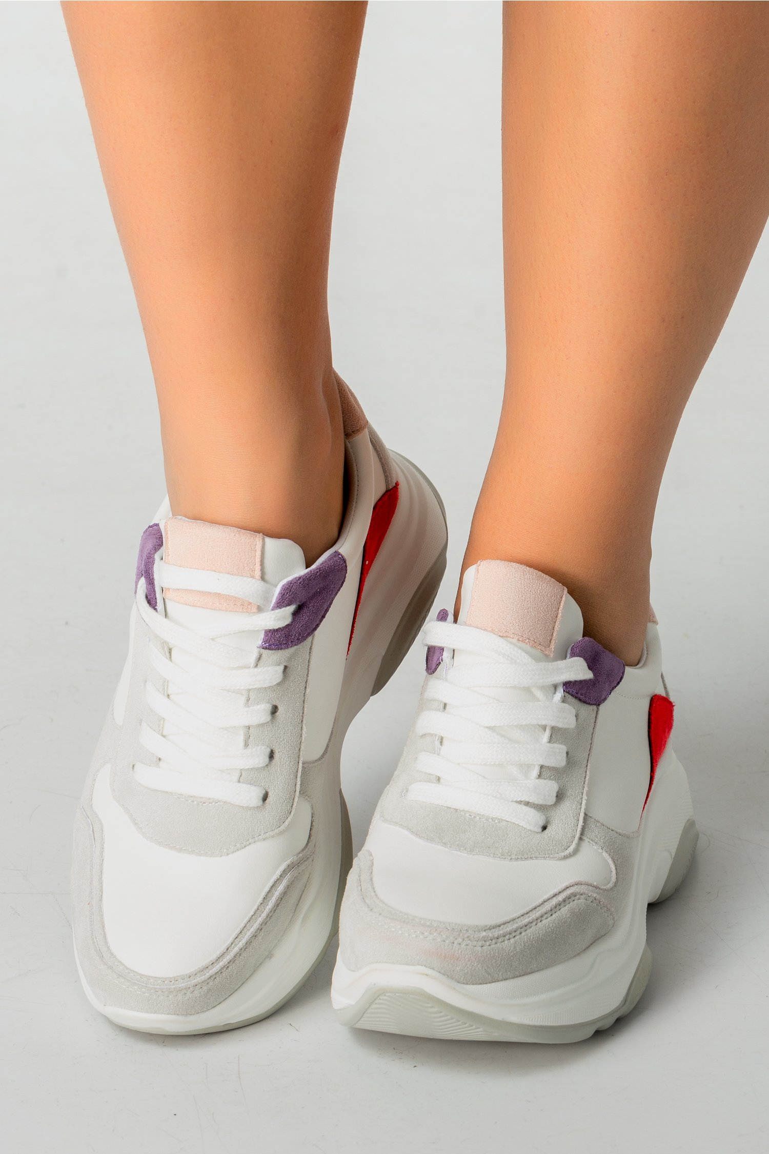 Pantofi sport albi cu insertii colorate