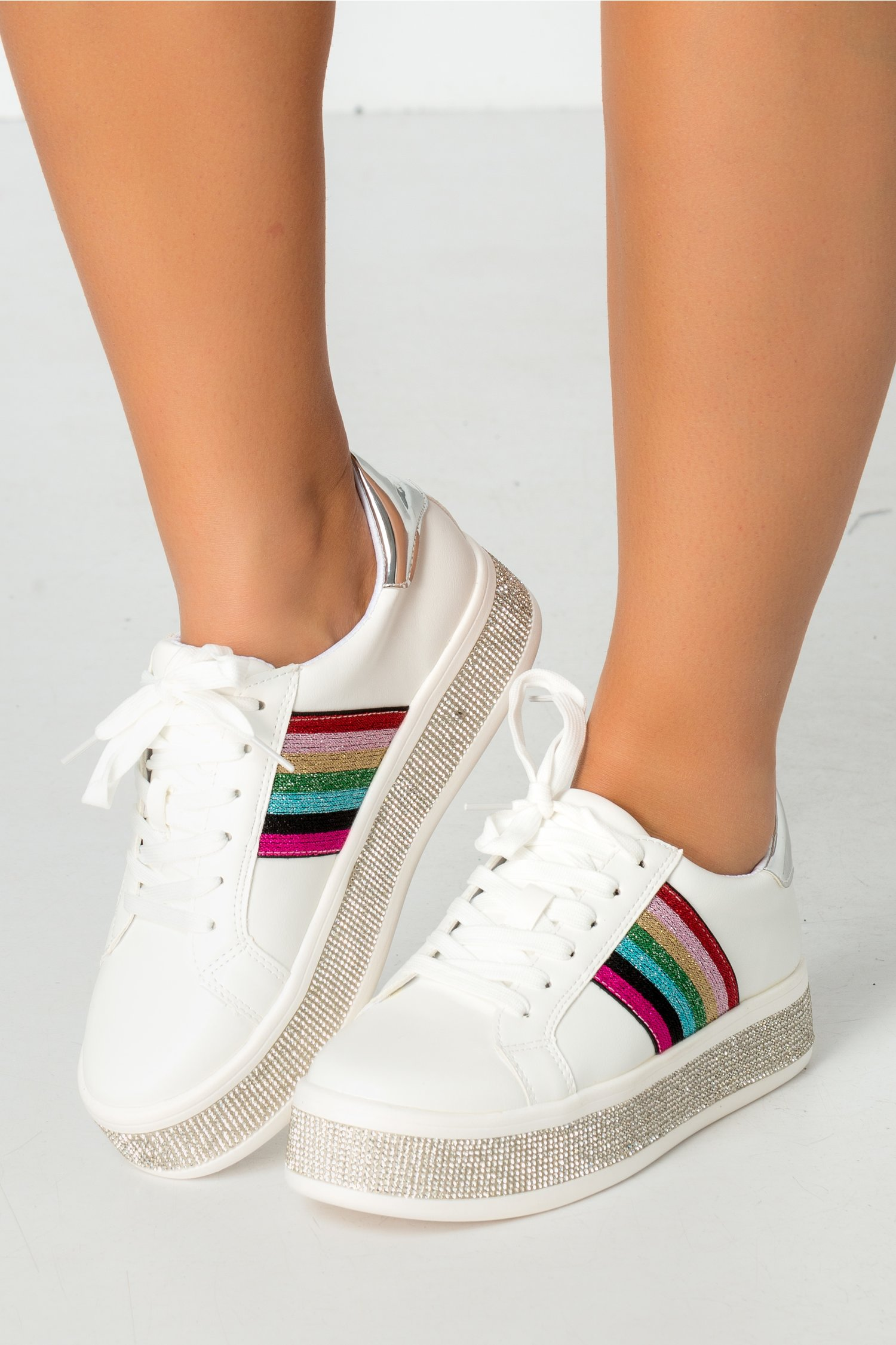 Pantofi sport albi cu strasuri si insertii colorate