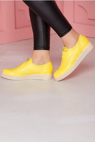 Pantofi sport porosi galbeni cu siret