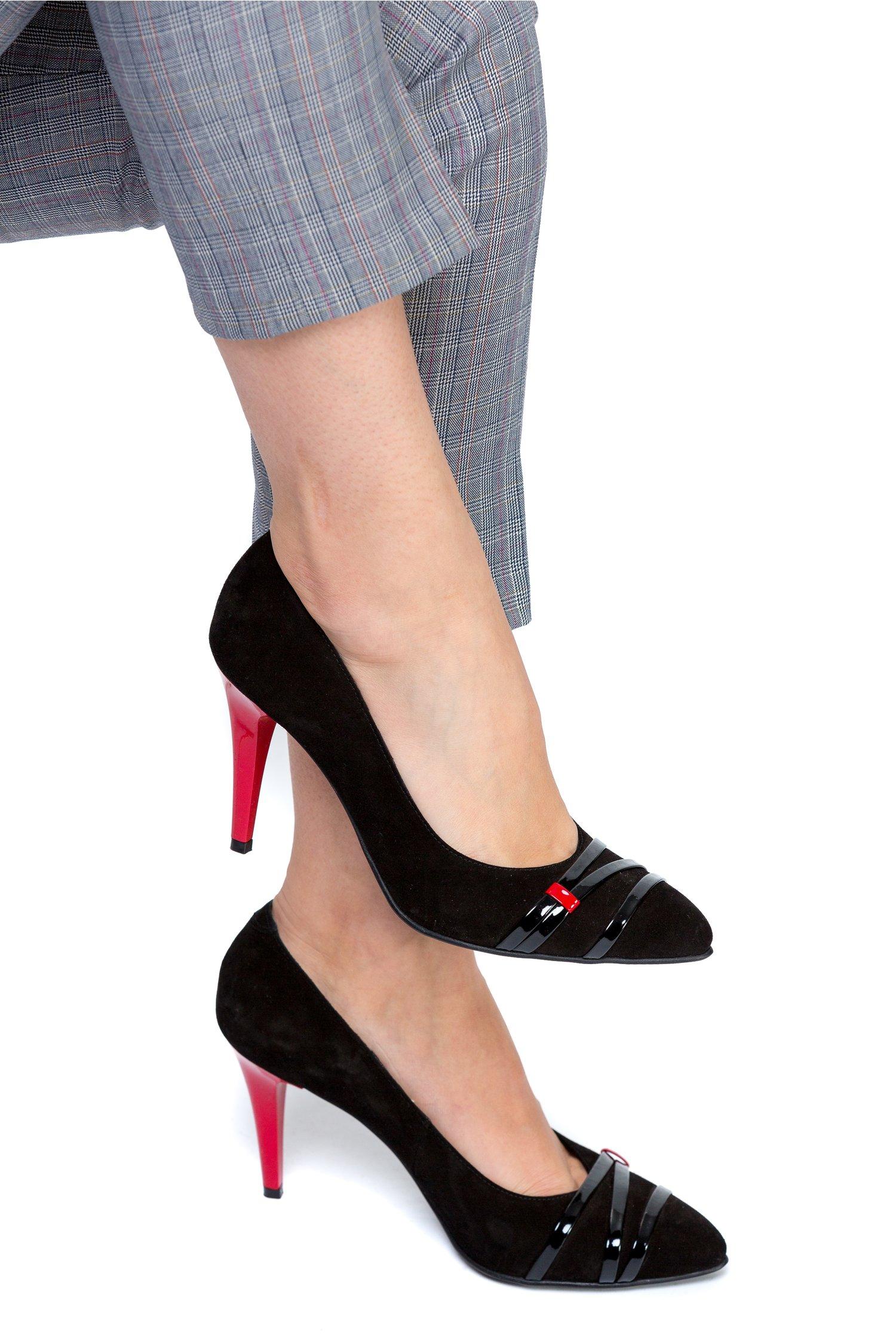 Pantofi stiletto negri cu toc rosu de ocazie