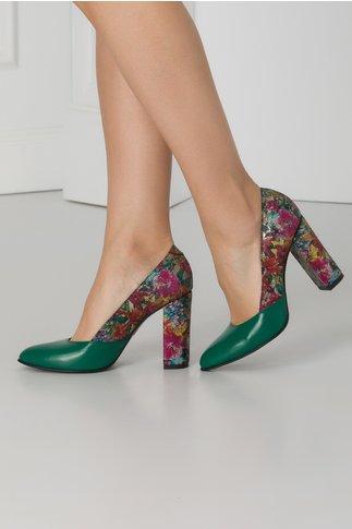 Pantofi verzi cu imprimeuri florale si insertii aurii