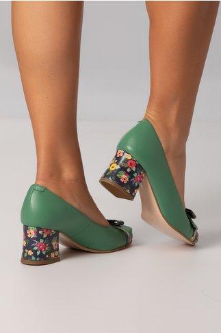Pantofi verzi cu insertii florale pe toc,varf si fundita in fata