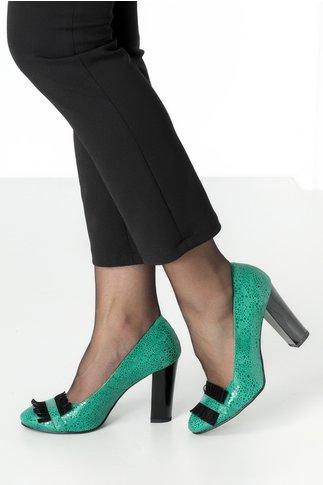 Pantofi verzi eleganti cu insertii si franjuri negrii