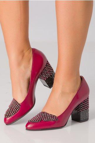 Pantofi visinii cu aplicatii colorate pe toc si varf