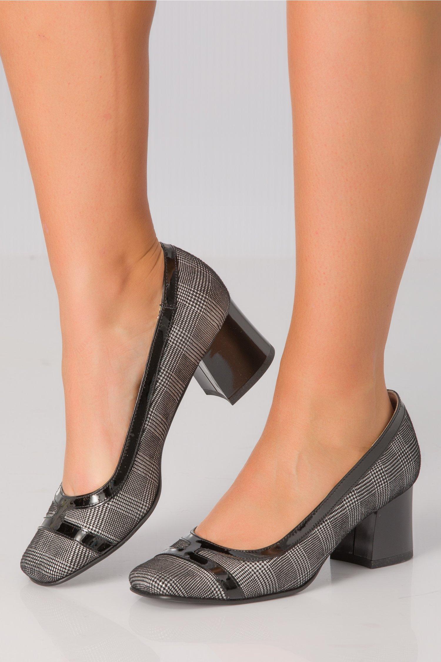 Pantofi Xya negru cu alb si toc jos