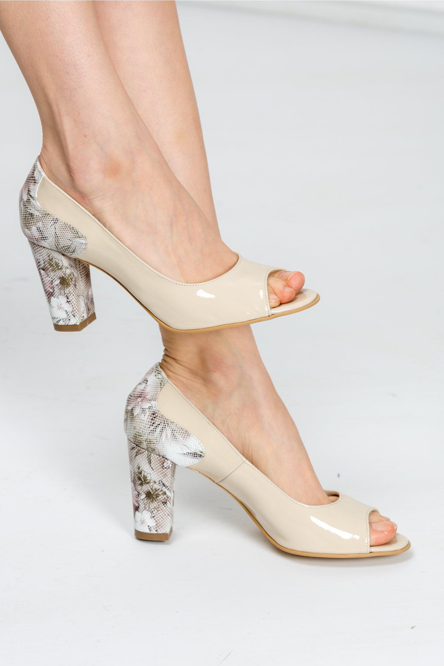 Pantofi Zina crem din lac cu imprimeuri florale