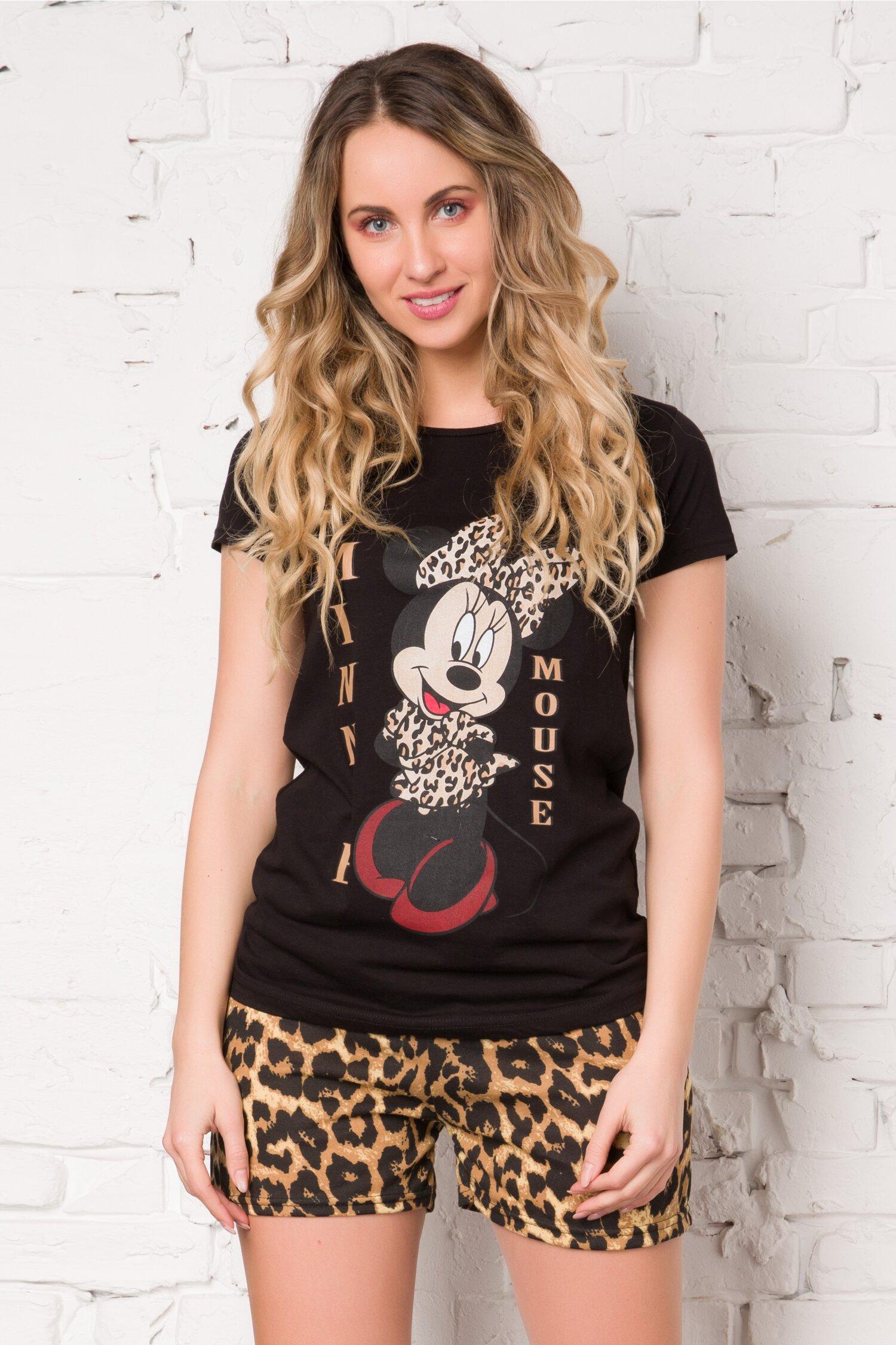 Pijama cu tricou negru si pantaloni scurti cu animal print