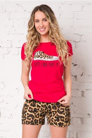 Pijama Sneakers cu tricou rosu si pantaloni scurti cu animal print