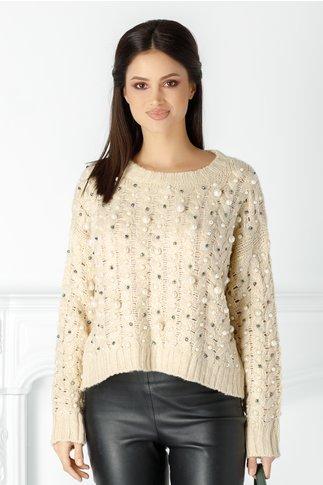 Pulover bej tricotat cu perlute