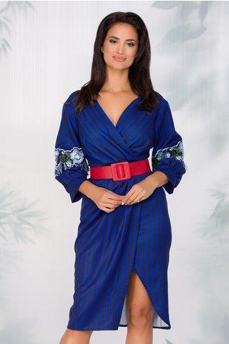 Rochie Brenda cu imprimeu in dungi si broderie florala in nuante de albastru pe maneci